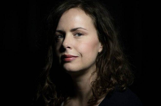 Hanna Hellquist, journalist, radiopratare och författare. Foto: Magnus Hallgren