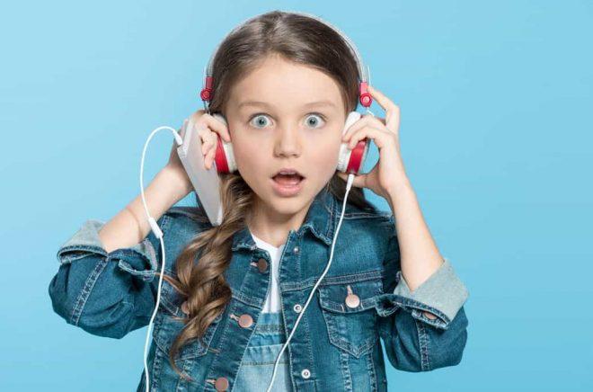 Headphones-overraskad-Fotolia_144859142