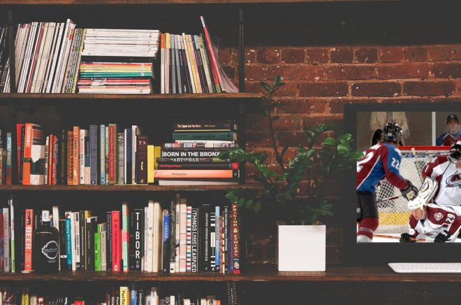 Böcker vs TV-hockey. Konkurrenter om både tid och plånbok. Frågan är om bokbranschen kan lära av hockeyn? Foto: Pixabay. Montage: Boktugg.