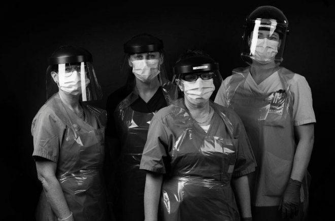 Personalen på vård- och omsorgsboendet Östergård 2i Kristianstad berättar om 47 dagar präglade av coronapandemin våren 2020. Foto: Pressbild/Kristianstads kommun
