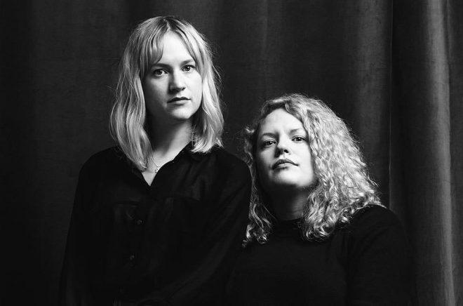 Författarna Amanda Kallin och Tina Mannegren. Foto: Photografy & Sons