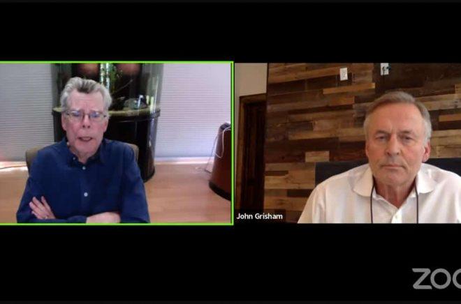Stephen King och John Grisham samtalade om sina nya böcker via Zoom och sände live via Youtube. Samtidigt uppamandes tittare att skänka pengar till krisande bokhandlare. Foto: Skärmdump.