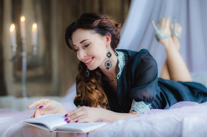 Är det farligt att läsa i sängen? Foto: Fotolia