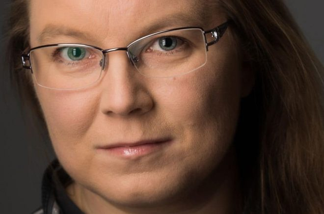 Debutanten Lisa W Lindblom. Foto: Fotograf Marianne, Skellefteå