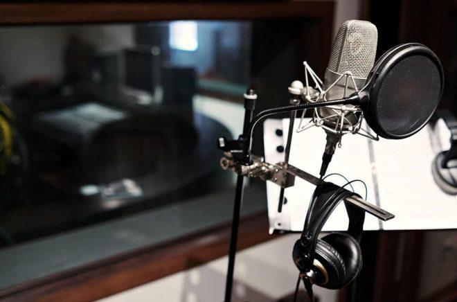 Kommer vi att se ljudboksstudios utan inläsare i framtiden? Redan idag experimenterar svenska förlag med talsyntes men tekniken är inte riktigt mogen. Ännu. Foto: Fotolia