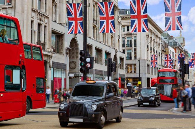 Det blir ingen Bonnier-Exit från Storbritannien trots storförluster. På bilden Oxford Street i London. Foto: iStock.