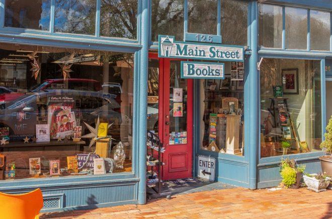 Den lokala bokhandeln Main Street Books i Davidson är en av 2630 medlemsbutiker i American Booksellers Association. Foto: J. Michael Jones, iStock.
