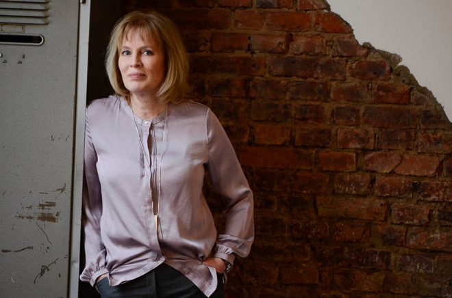 Författaren Mariette Lindstein har skrivit trilogin om Dimön som sålts till 13 länder och ska bli tv-serie 2020. Foto: Adde Halmstad.