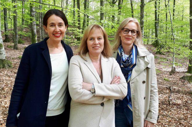 Carina Nunstedt, förlagschef HarperCollins Nordic, Mariette Lindstein, Johanna Rydergren, förläggare HarperCollins Nordic. Foto: Privat