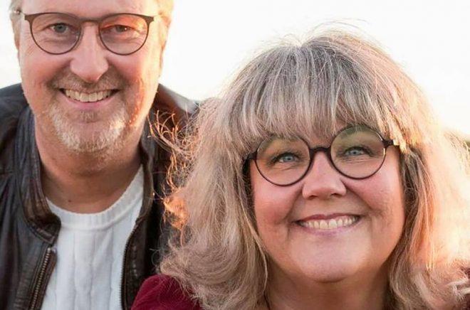 Författarna Mats och Susan Billmark tackar Facebook för en del av framgångarna med Lär dig leva. I höst kommer Lär dig leva 2.