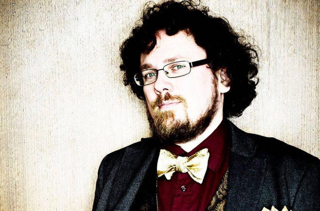 Författaren Mattias Boström har bland annat skrivit boken Från Holmes till Sherlock. Foto: Anna-Lena Ahlström