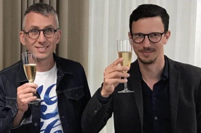 Mattias Lundgren och Lars Brahme firar ägarbyte i Word Audio.