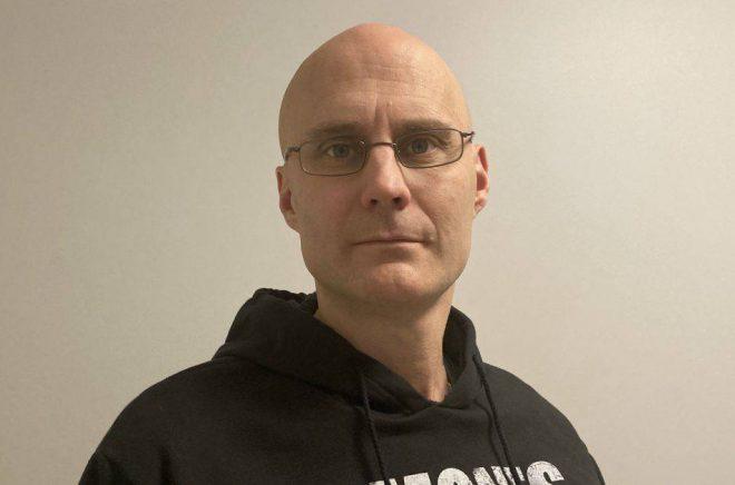 Läraren, musikern och författaren Micael Hellberg. Foto: Privat