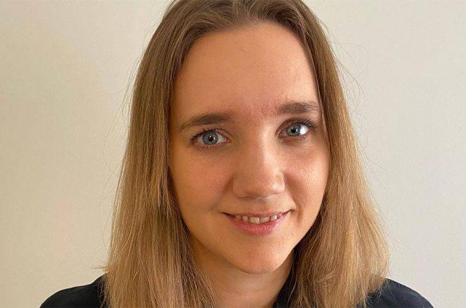 Mikaela Sörenson är ny säljansvarig på Bazar förlag. Foto: Pressbild.