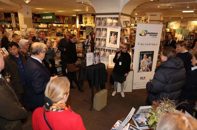Karolina Borkowska, butikschef NK bokhandel, hälsar alla välkomna till bokrelease av Det Kungliga Året 2017.