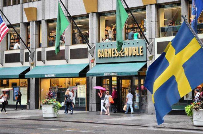 Drömmen för många svenska författare - att bli utgivna i USA och få se sin bok i alla Barnes & Nobles butiker? Foto: iStock. Montage (av svenska flaggan): Boktugg.