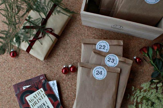 Novellix julkalender 2017 för vuxna innehåller 24 fina paket med en novell i varje samlade i en trälåda.