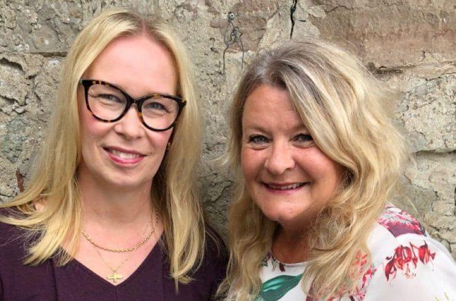 Charlotte Sirc och Elisabeth Öhman startar forumet Ölandsförfattarna. Foto: Pressbild