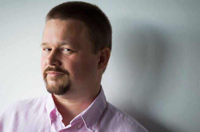 Oskar Källner är författare och driver dessutom indieförlaget Fafner förlag som ger ut fantastik på svenska. Foto: Angelica Klang.