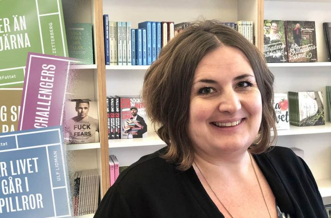 Petra Ward, VD och försäljningschef på Roos & Tegnér tror på fackljudböcker i kortformat. Foto: Roos & Tegnér.