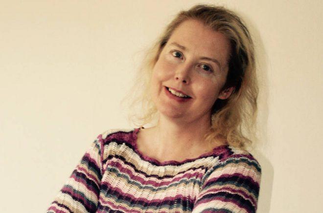 """Författaren Petronella Simonsbacka debuterar med ljudboken """"Nytt liv sökes"""" i december 2018,"""