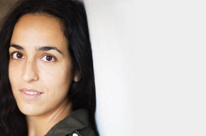 Författaren Pooneh Rohi. Foto: Linda Gren.