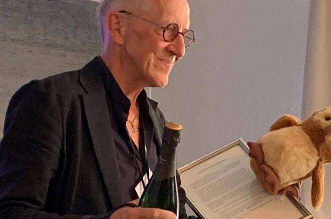 Reinhold Hedenblad lämnar ordförandeposten och styrelsen i Ugglan efter 25 år och avtackades med ett stipendium uppkallat efter honom.
