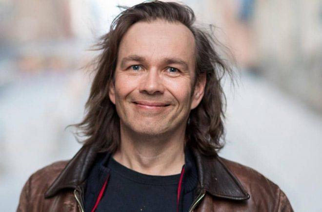 Författaren Risto Pakarinen tog den udda vägen med sin debutroman En dag, Jennifer. Foto: Susanne Kronholm.
