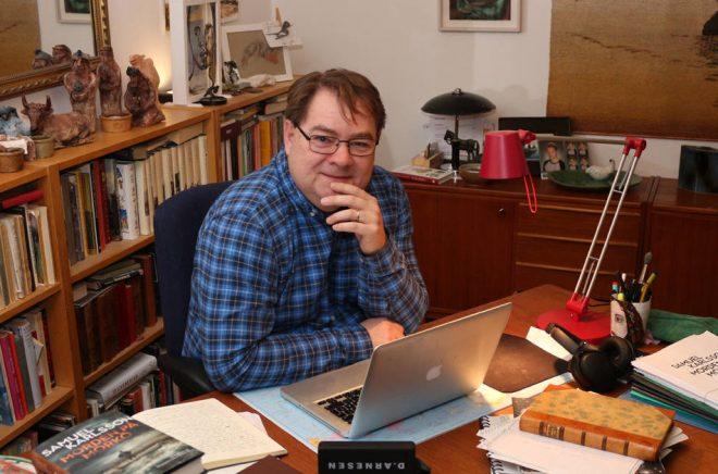 Författaren Samuel Karlsson har skrivit många böcker vid sidan om sitt vanliga jobb som journalist. Han är idag utgiven på flera förlag men har hunnit bli refuserad många gånger dessförinnan. Foto: Carl-Johan Friman.
