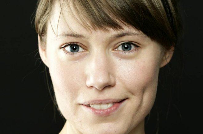 Sara Arvidsson, redaktör på Albert Bonniers förlag, prisas för sin arbetsinsats. Foto: Caroline Andersson