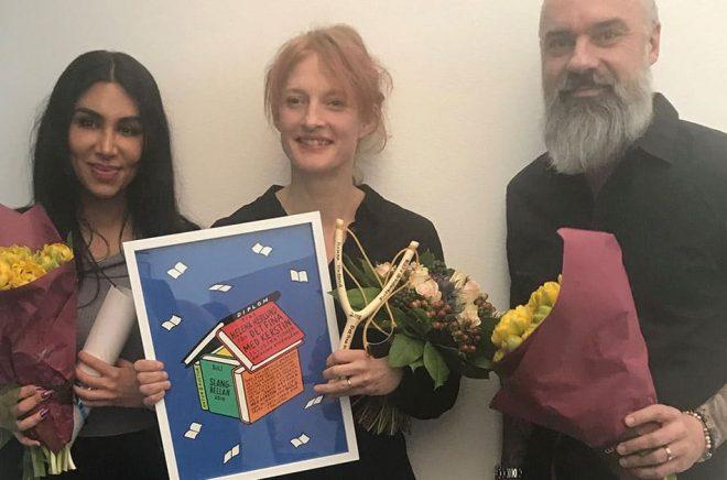 Debutantpriset Slangbellan för 2018 gick till Helena Hedlund (i mitten), nominerade var även Melody Farshin (t v) och Marjan Svab (t h). Foto: BULT.