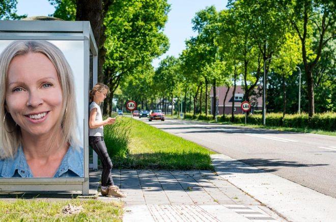Emma Holmgren, förläggare och författare, Parus förlag. Foto: Nikola Stankovic. Bakgrundsfoto: iStock. Montage: Boktugg.