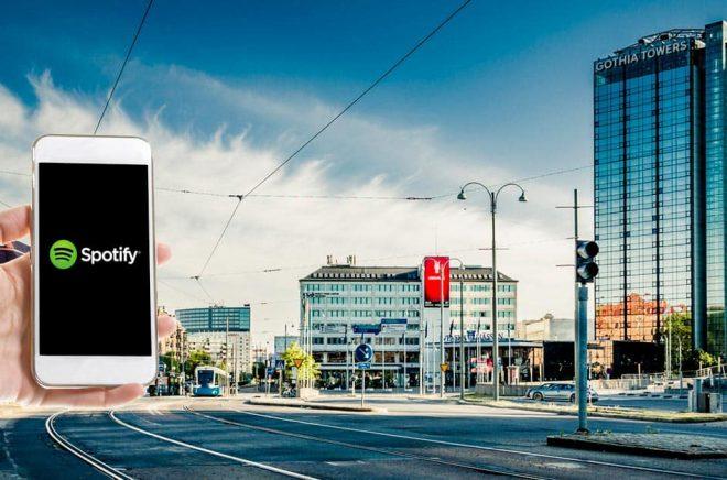 Det blir en digital Bokmässa i år. Men Spotify kommer att medverka. Foton: iStock. Montage: Boktugg.