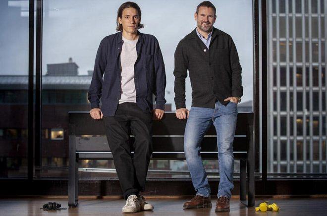 Författarna Sven Carlsson och Jonas Leijonhufvud har skrivit boken Spotify inifrån. Nu ska den bli tv-serie. Foto: Fredrik Hjerling