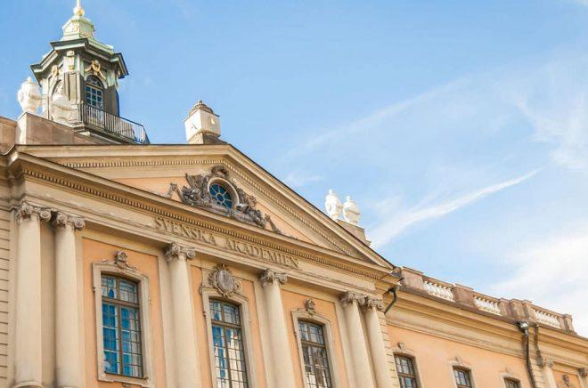 En anrik byggnad i Gamla Stan i Stockholm där arton (om de vore fulltaliga) ledamöter i Svenska Akademien bland annat beslutar om Nobelpriset i litteratur. Foto: Fotolia