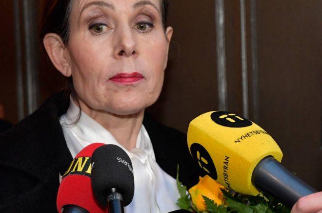 Sara Danius lämnar Börshuset efter att hon lämnat arbetet i Akademien. Arkivfoto: Jonas Ekströmer/TT