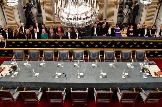 Stolarna börjar fyllas på i Svenska Akademien igen. På torsdagens möte är det möjligt att så många som 14 ledamöter närvarar, sedan Kjell Espmark och Peter Englund återgått till arbetet. Arkivfoto: Henrik Montgomery/TT