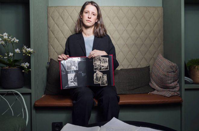 Med stipendiet från Micael Bindefelds Stiftelse till minne av Förintelsen ska Natalie Verständigs bok spridas till unga elever i skolor. Foto: Stina Stjernkvist/TT.
