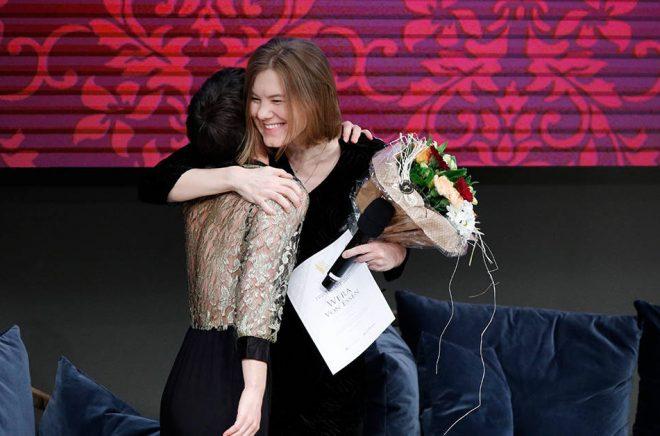 Wera von Essen tar emot Borås Tidnings debutantpris. Foto: Jonas Ekelund/Borås Tidning