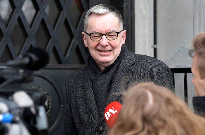 Glad i dag. Svenska Akademiens ständige sekreterare Anders Olsson har precis fått Nobelstiftelsens besked om att Nobelpriset i litteratur får delas ut i år. Foto: Pontus Lundahl/TT.
