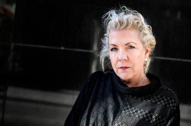 Jennifer Clement ser sig fört och främst som poet och visste länge inte att hon också kunde skriva prosa. Hon läser mycket poesi och älskar Tomas Tranströmer. Foto: Pontus Lundahl/TT.