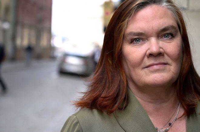 Maja Hagerman får priset till Jan Fridegårds minne. Arkivbild: Janerik Henriksson/TT.