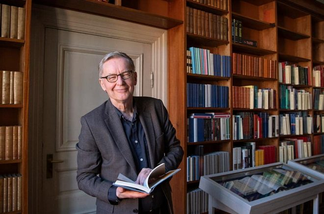 Den 1 juni fyller Anders Olsson 70 år och faller då för åldersstrecket som ständig sekreterare. Det är med glädje han lämnar över till efterträdaren Mats Malm. Foto: Jessica Gow/TT.