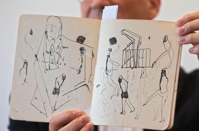 En anteckningsbok med teckningar av Franz Kafka har nu återbördats till Israel. Foto: Sebastian Scheiner/AP/TT.