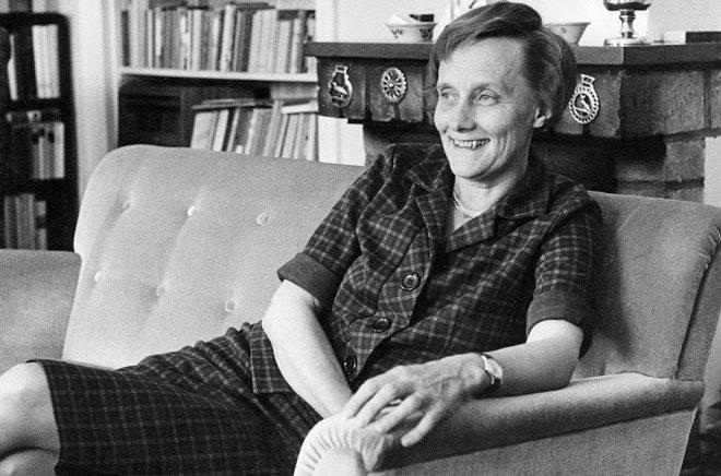 Barnboksförfattaren Astrid Lindgren skulle i år ha fyllt 112 år. Astrid Lindgren-konferensen, som har temat mod, makt och medkänsla, arrangeras på författarens födelsedag den 14 november. Bild från sommaren 1962. Foto: John Kjellström/SvD/TT.