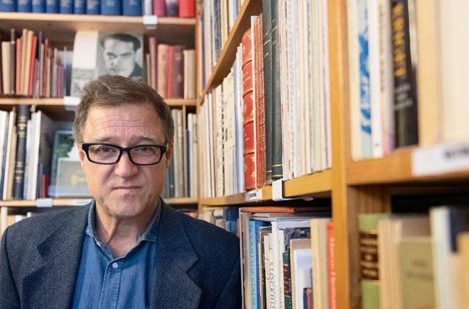 Peter Bodén på Antikvariat Hundörat märker att nya kunder börjat hitta till antikvariaten. Foto: Karin Wesslén / TT.
