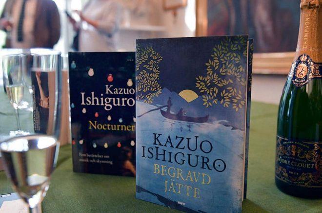 Ett Nobelpris i litteratur innebär nästan alltid en extra skjuts för försäljningen i bokhandeln. 2017 var det Kazuo Ishiguro som gav bokhandlarna mer klirr i kassan. Arkivbild: Jessica Gow/TT.