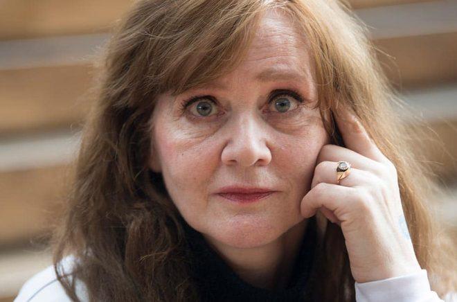 Den isländska författaren Audur Ava Ólafsdóttir skildrar ofta människor som på olika vis reser från mörkret till ljuset, likt Hekla som slutligen flyr Island.