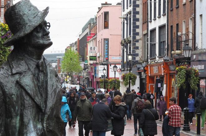 James Joyce kvarlevor bör flyttas från Schweiz till hans hemland Irland, anser invånare i Dublin där författaren föddes. Arkivbild: Shawn Pogatchnik.