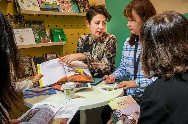 Barnböcker är mer tidlösa, men det är inte lika stora summor inblandade, enligt Carin Bacho, agent på Koja Agency. Foto: Jonas Dagson/TT.